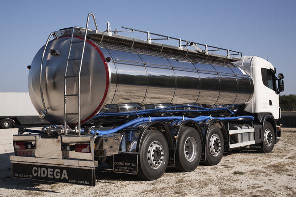 Cisterna sobre camión para recogida de leche con cámara trasera