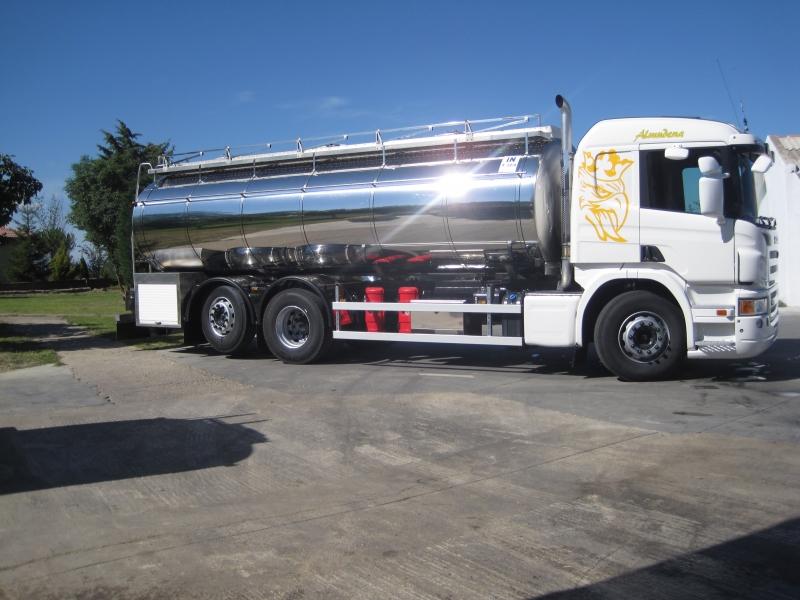 Cisterna sobre camión para recogida de leche y transporte de líquidos