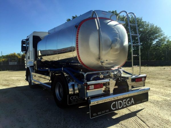 Camión cisterna 2 ejes de recogida de leche